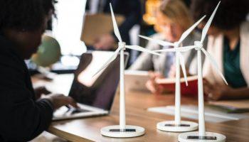 DRIFT Alumniborrel en -lezing: Versnelling van de Energietransitie